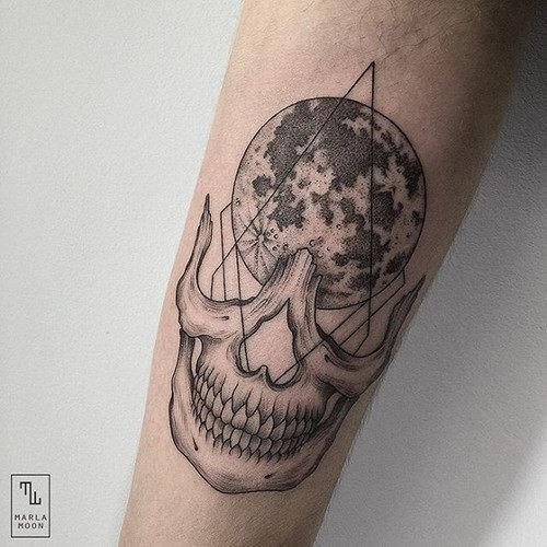 este_geomtricas_lua_e_o_crnio_de_tatuagem