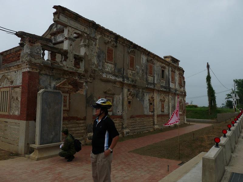 restes d une maison en partie bombardée