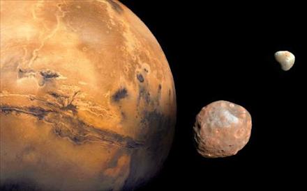 Απομεινάρια ενός μεγάλου δορυφόρου που καταστράφηκε είναι οι δορυφόροι του Άρη