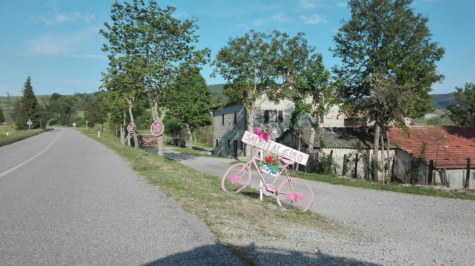 Linea Gotica: Le Buscarelle (Bagno di Romagna) salutano il Giro d\'Italia