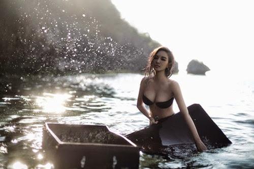 Cô đào sexy nhất màn ảnh Hoa ngữ khoe ngực khủng