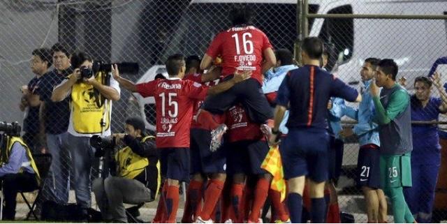 Com dois expulsos, Corinthians perde no Paraguai