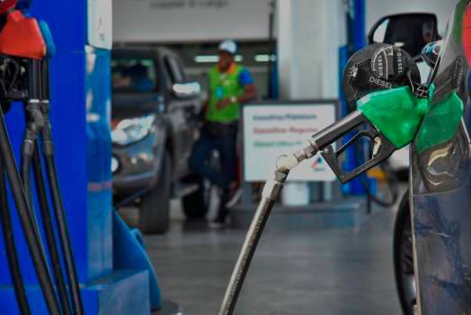 Gobierno congela por cuarta semana consecutiva precios del GLP, gasolina regular y gasoil regular. Gasolina premium y el gasoil óptimo aumentarán RD$3.50 por galón