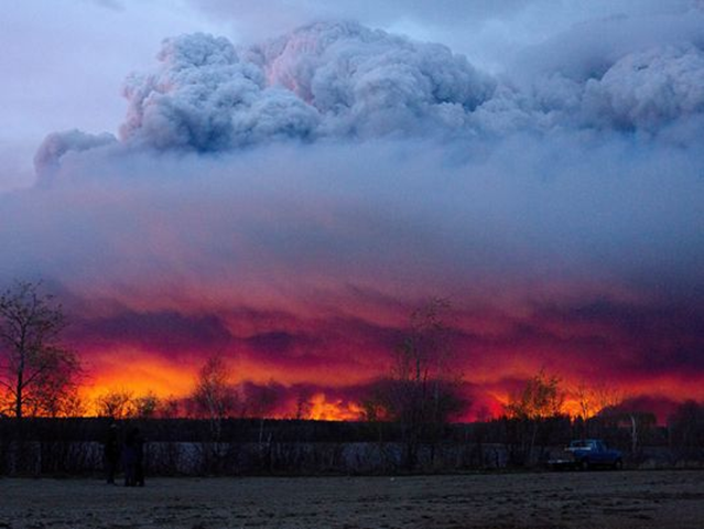 A wildfire moves towards the town of Anzac from Fort McMurray, Alberta, on 4 May 2016. Alberta declared a state of emergency. Photo: Jason Franson / The Canadian Press