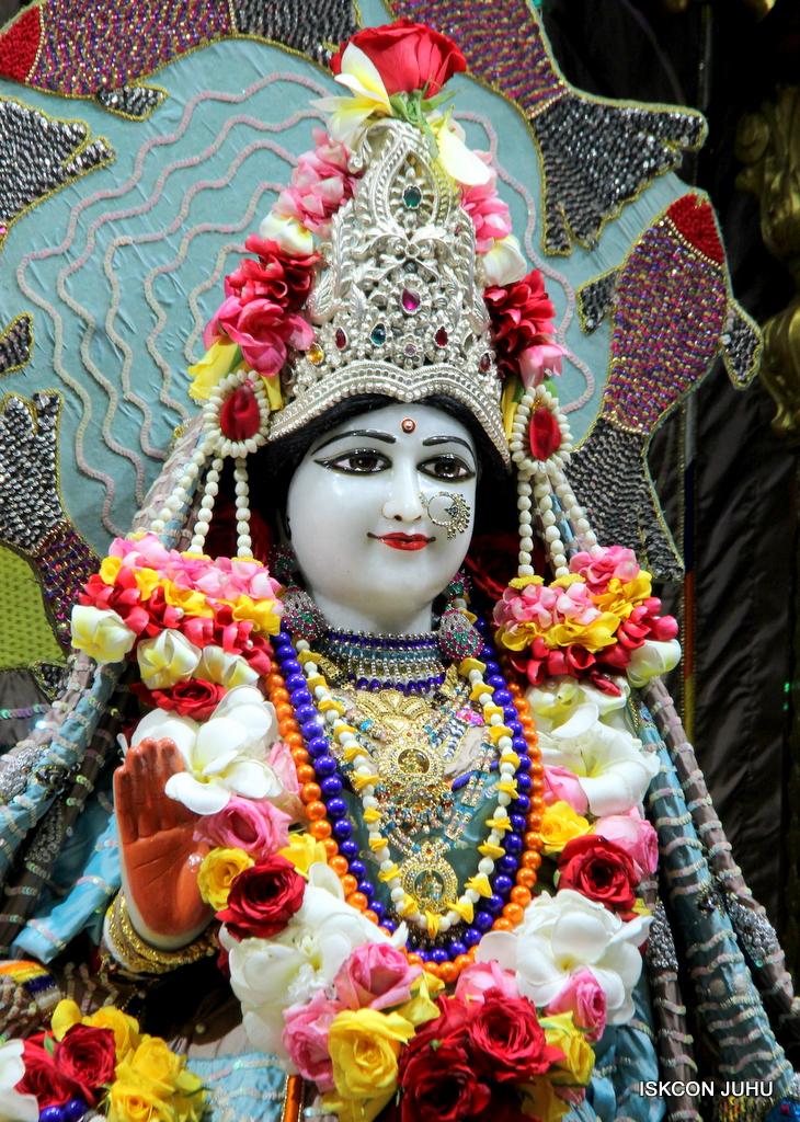 ISKCON Juhu Sringar Deity Darshan on 19th Oct 2016 (24)