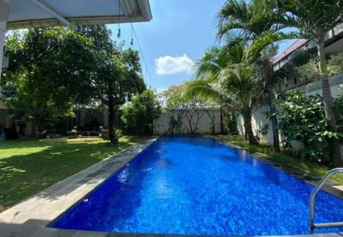 Rumah Mewah Luxury Eropa Kolam Renang Tanah Halaman Luas Kawasan Elite Pusat Kota Manahan Solo