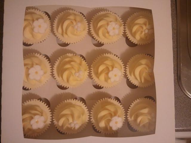 Cupcakes  الكعك ((فقط من أمواج )) صور  2011-05-05%25252021.14.34