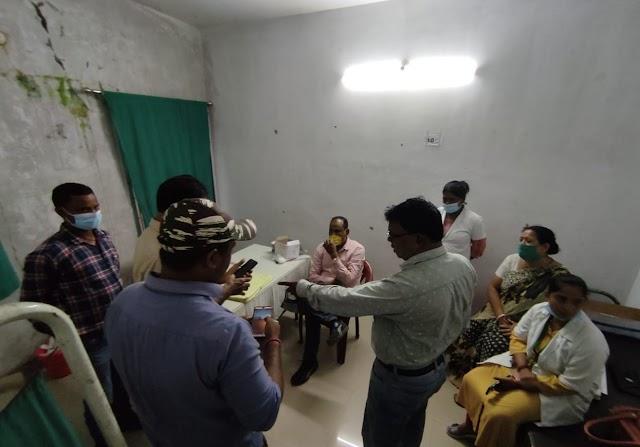 नीमडीह थाना में सचिन कुम्हार पर सरकारी कार्य में बाधा पहुंचाने को लेकर मामला दर्ज किया गया।