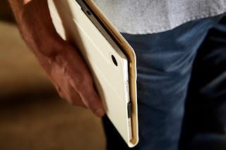 Xperia_Tablet_Z_Carry_Case_White.jpg