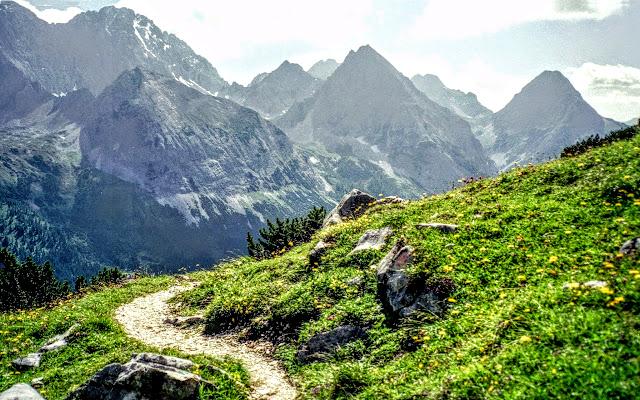Wandern Zugspitze Pestkapelle Ehrwalder Alm Tirol Ehrwald