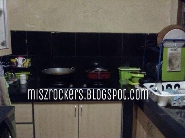 Bila Tengok Bahagian Dapur Memang Kecik Barang Dekat K Habis Semua Diletaknya Sampai Kadang Takde Ruang Nak Letak Kuali Yang Diguna Atau