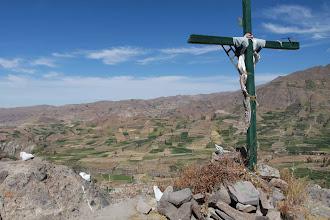 Photo: Cruz patronal y campos de cultivo Huanca / 18 y 19 de Noviembre (2012) Caylloma