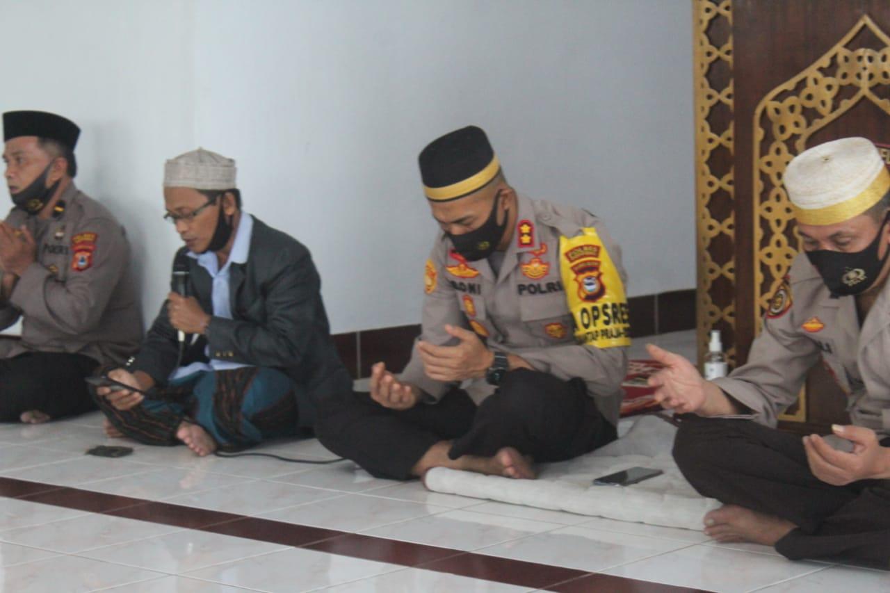 Polres Soppeng Gelar Dzikir dan Doa Bersama di Pandu Oleh Ustadz Drs. Helmi