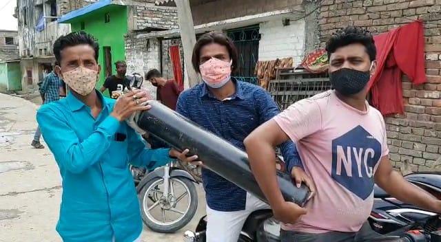 समस्तीपुर शहर के कुछ युवाओं ने गैराज व वर्कशॉप में पड़े ऑक्सीजन सिलेंडर से जिंदगी बचाने की जद्दोजहद शुरू कर दी
