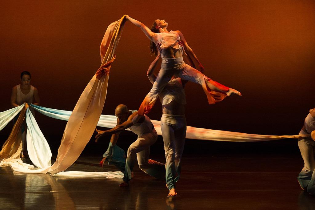 [Carolyn+Dorfman+Dance-Unfolding%3B+photo+by+Christopher+Duggan%5B5%5D]