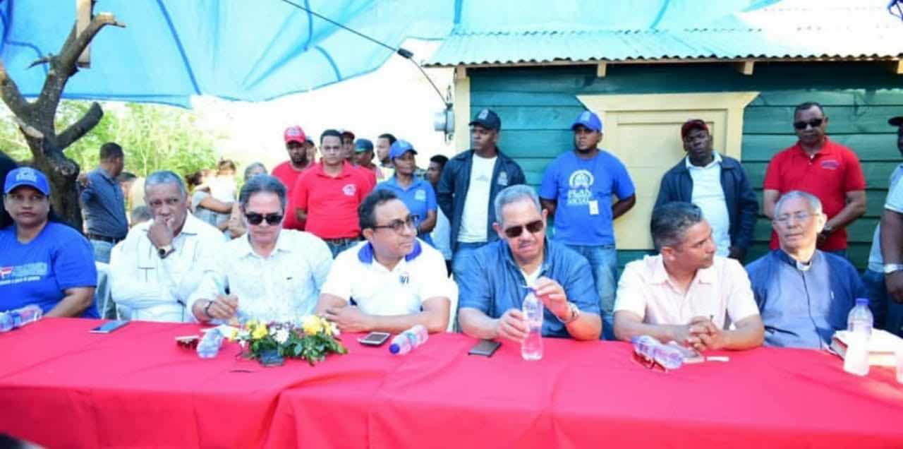 INVI entrega viviendas a 8 familias que perdieron todo por incendio en Cambelen, Sabaneta, Santiago Rodríguez.