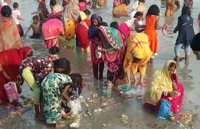कार्तिक पूर्णिमा पर गंगा स्नान करने को लेकर नदियों पर जुटी भीड़