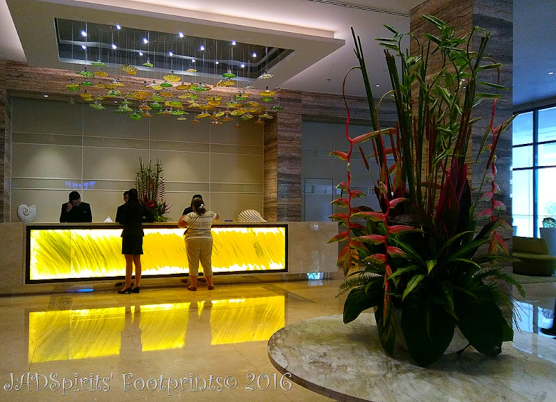 The lobby of the hotel during our staycation