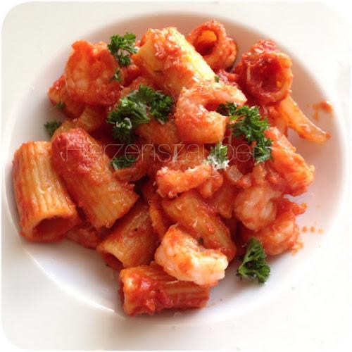 herzenszauber rezept pasta in tomatensauce mit garnelen. Black Bedroom Furniture Sets. Home Design Ideas