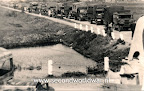 Canadese vrachtwagens arriveren in Terbregge, de eerste geallieerde troepen terplekke.