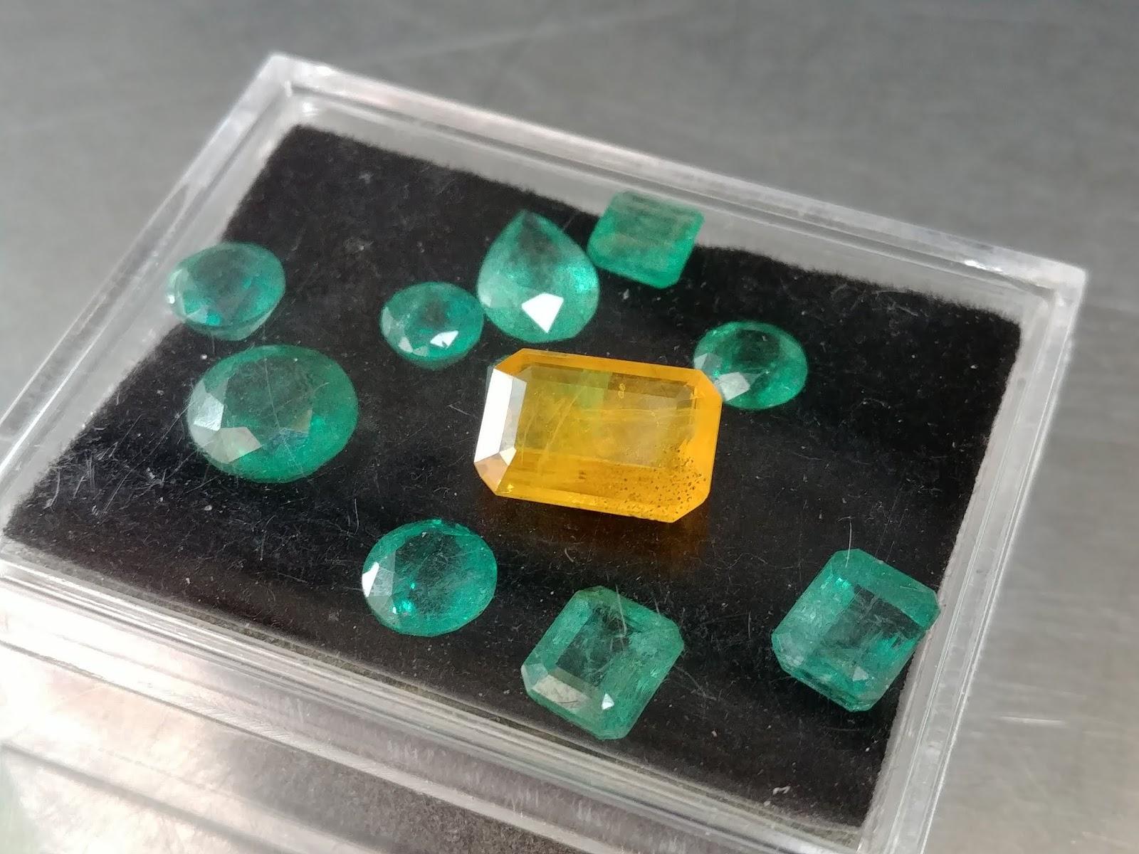 Đá quý Natural Sapphire thiên nhiên, màu vàng cắt giác hình chữ nhật 3.9 cts