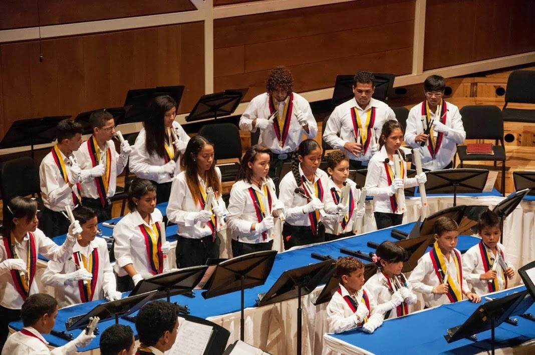EL SISTEMA VARGAS CELEBRÓ 27 AÑOS DE LABOR ININTERRUMPIDA. Formado por 14 orquestas infantiles y juveniles y con el propósito de crear tres más en el año escolar 2013-2014, El Sistema en el estado Vargas celebró el 25 de julio, 27 años de funcionamiento ininterrumpido con un concierto en las sala Simón Bolívar del Centro Nacional de Acción Social por la Música