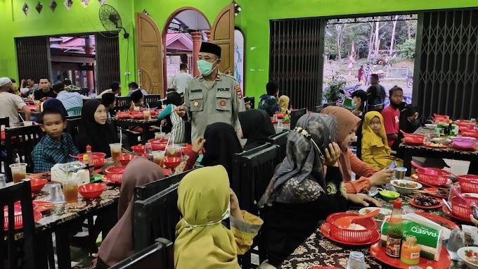 Kapolsek Pamukan Utara Kotabaru Berbagi ke Puluhan Yatim Piatu