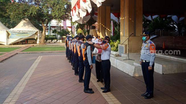 Anies ke 8 Petugas Dishub Pelanggar PPKM Darurat: Silakan Keluar Barisan!