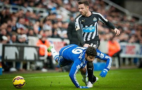Chelsea lần đầu gục ngã ở Ngoại hạng Anh mùa này