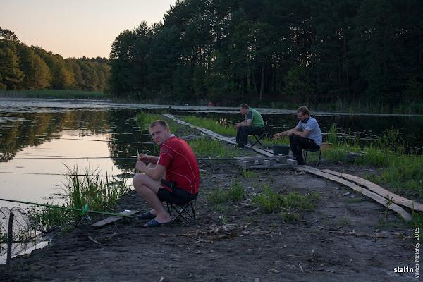 Колеги праворуч від мене, вони на рибалці взагалі вперше