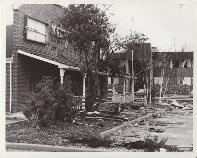 1976 Tornado photos collection - 95.tif