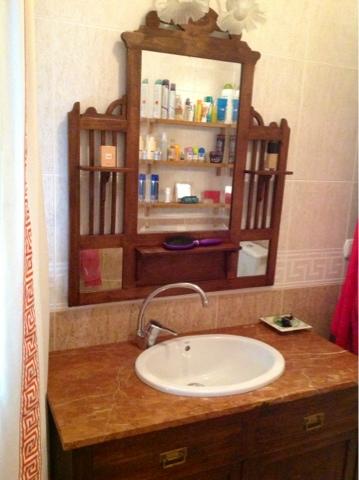 Cien botones transformar una coqueta en mueble para lavabo for Coquetas muebles dormitorio