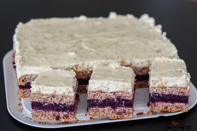 ciasta i desery,biszkopt orzechowy, ciasto z kremem chałwowym, ciasto z chałwą, ciasto z owocami,ciasto z masą budyniową,ciasto z masą owocową i jagodami, ciasto z kremem i owocami