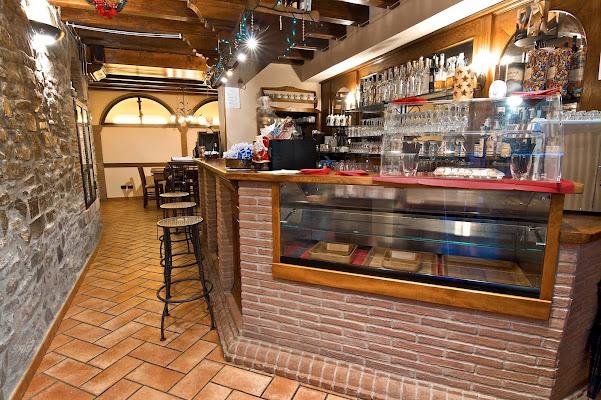 Trattoria Magna e Bevi, Piazza XV Agosto, 36, Savigno BO, Italy