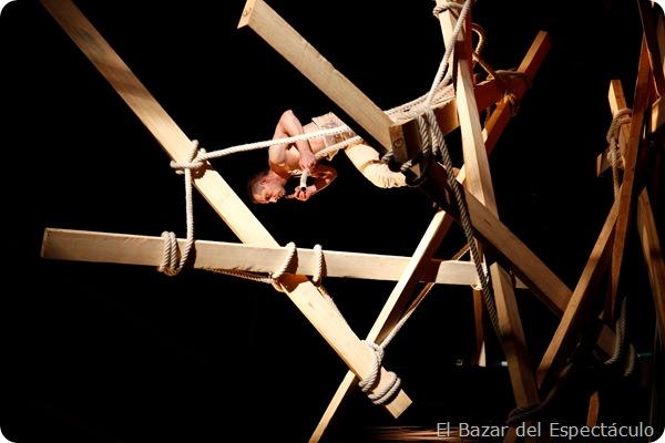 Cirque ici- Johann Le Guillerm-Secret temps 2.Le Channel, Calais-20-01-2012