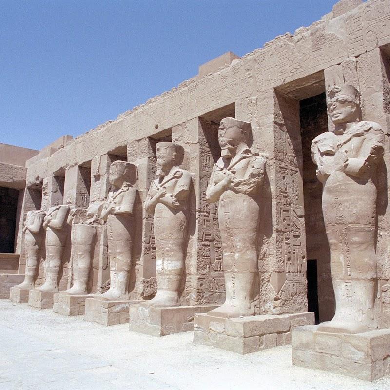 Luxor_17 Karnak Temple Statues.jpg