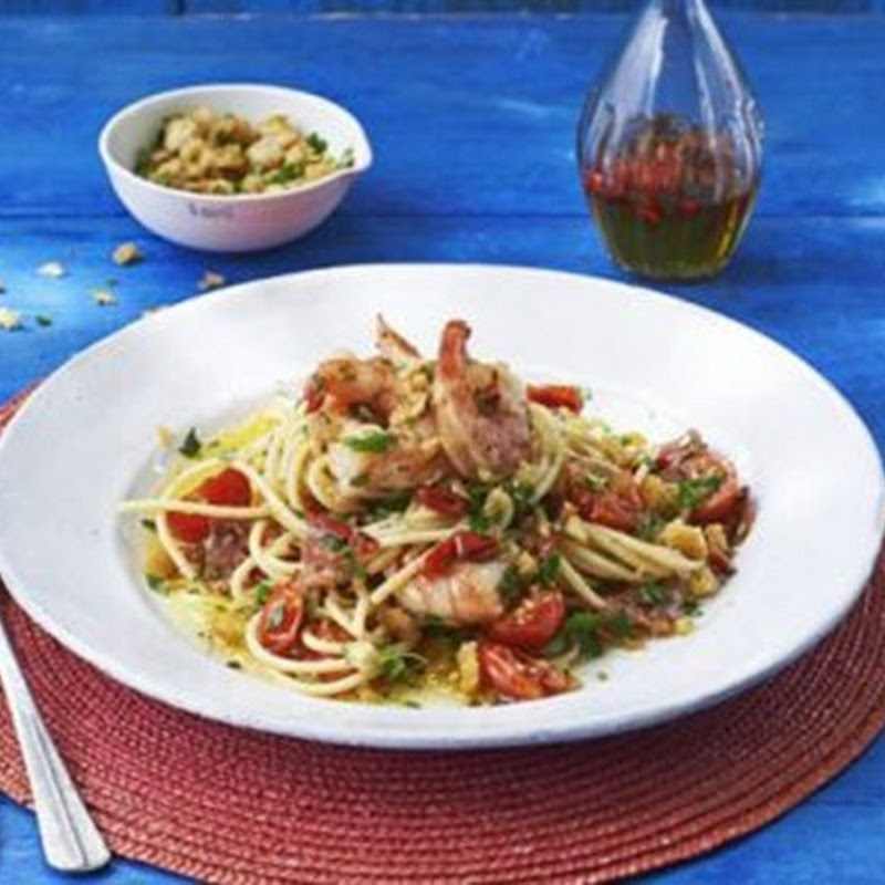 Italian Christmas Recipes: Spaghetti with chilli prawns, salami & gremolata breadcrumbs.