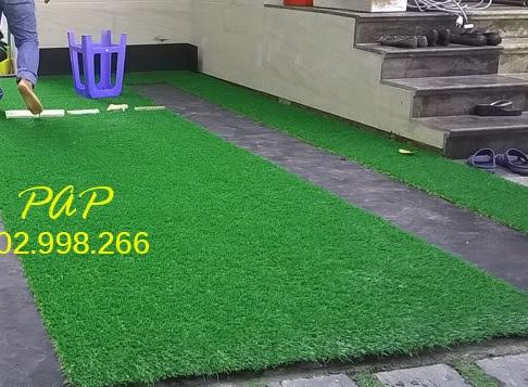 Sử dụng cỏ nhân tạo trang hoàng nhà hàng đám cưới