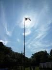 Vlajka nad táborem.