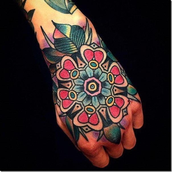que_tal_un_tatuaje_de_color_en_mao