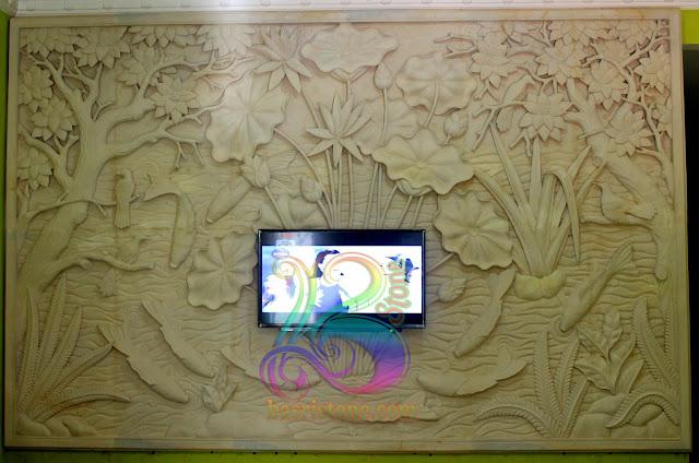 Relief ikan koi 9 dan pemandangan bunga lotus