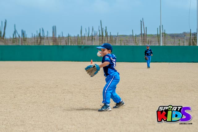 Juni 28, 2015. Baseball Kids 5-6 aña. Hurricans vs White Shark. 2-1. - basball%2BHurricanes%2Bvs%2BWhite%2BShark%2B2-1-4.jpg