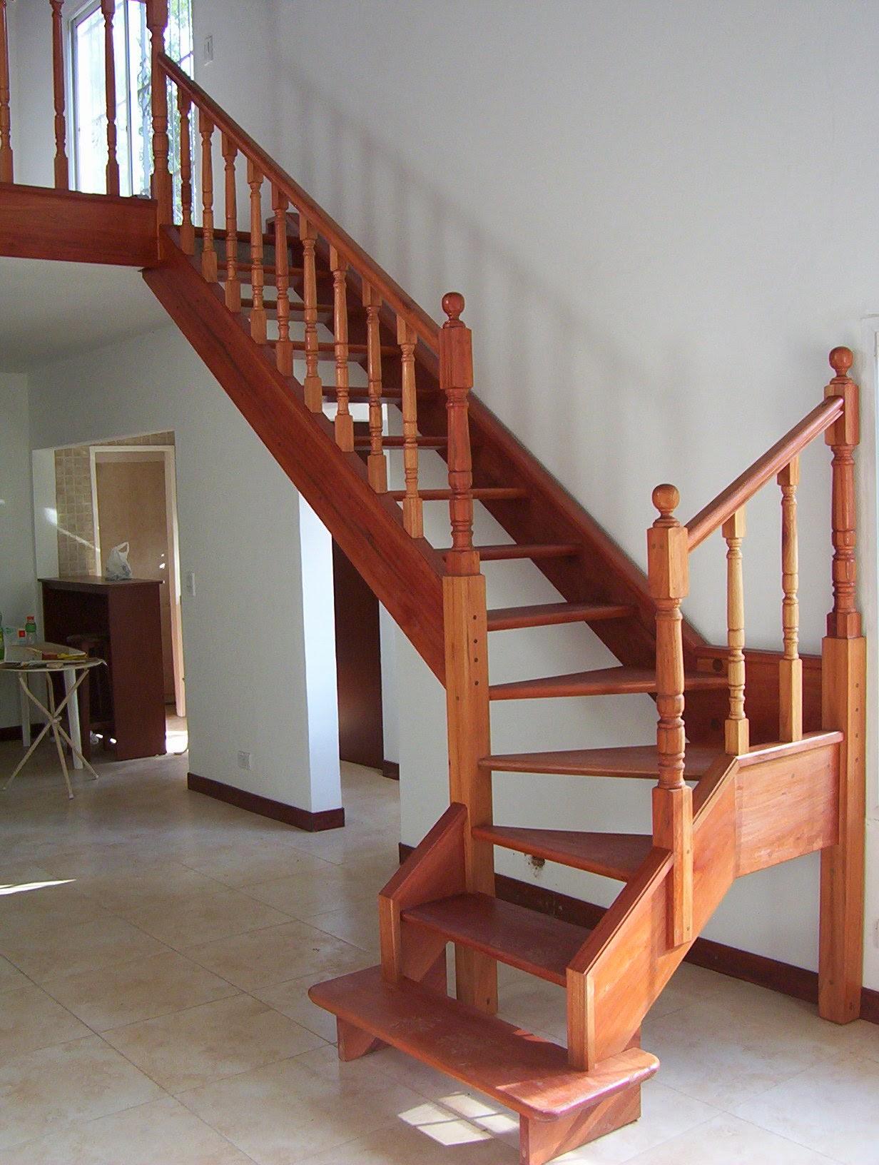 escalera de maderas