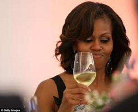 mo drinking wine