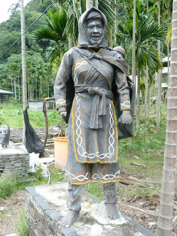 Puli  en passant , entre autres, par les villages de l ethnie Bunum de Loloko et Dili. J 10 - P1160973.JPG