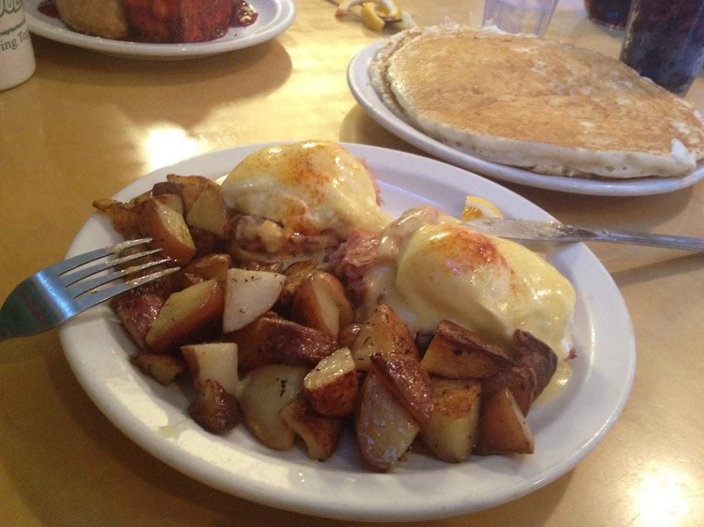 LouLa's Eggs Benedict