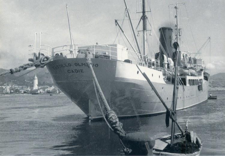 A barbas de gato en el puerto de Málaga. Del libro EMPRESA NAVIERA ELCANO. SEIS DECADAS DE HISTORIA. Archivo de Juan Carlos Diaz Lorenzo.jpg