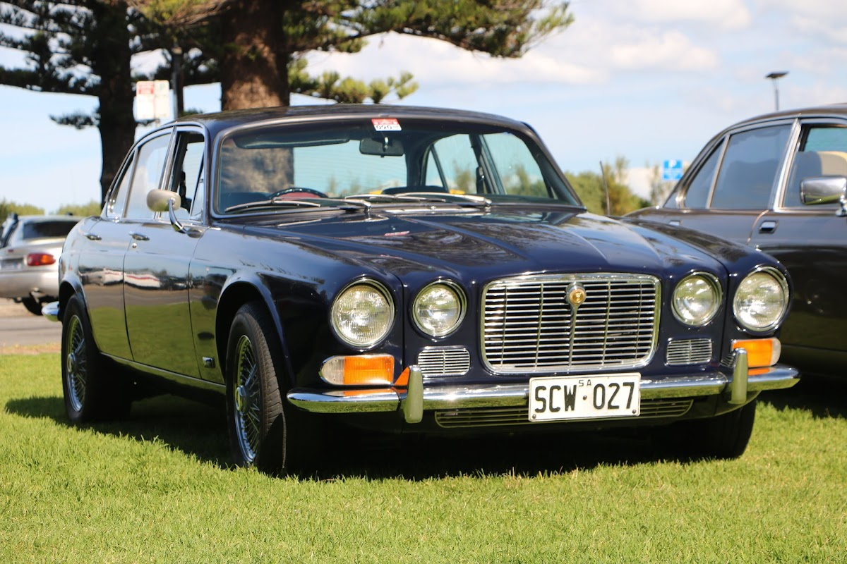Jaguar XJ6 -  British_Classic_Tour_6_May_2018_0196.JPG