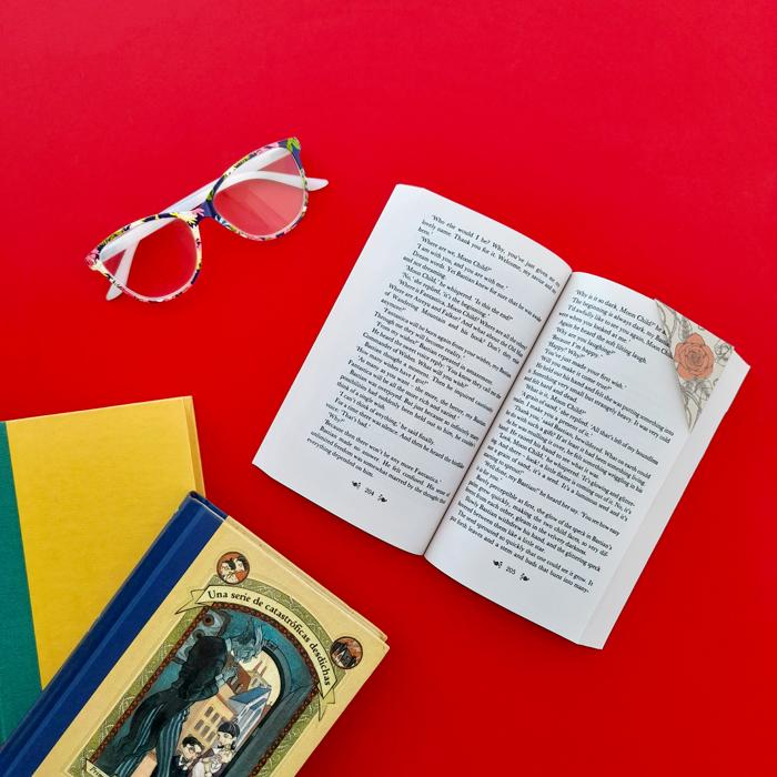 marcador de libros, ex libris, lectura, bibliófilos, lectores, imprimible gratuito, descarga, vintage, retro, dibujo, dragones, rosas rojas, San Jorge, leyenda