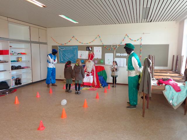 Sinterklaas op de scouts - 1 december 2013 - DSC00193.JPG